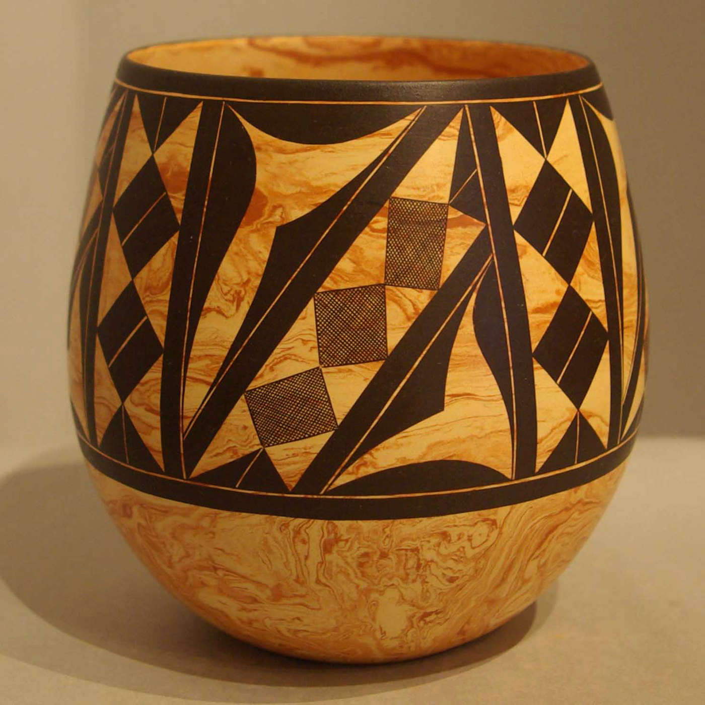 Calvin analla jr pots 1 laguna pueblo potters in for Big pot painting designs