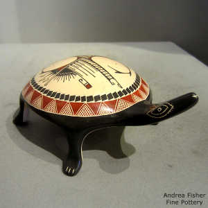 Geometric design on a polychrome turtle