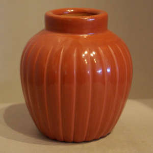 Red melon jar with grooves