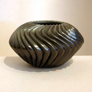 Carved swirl melon black jar