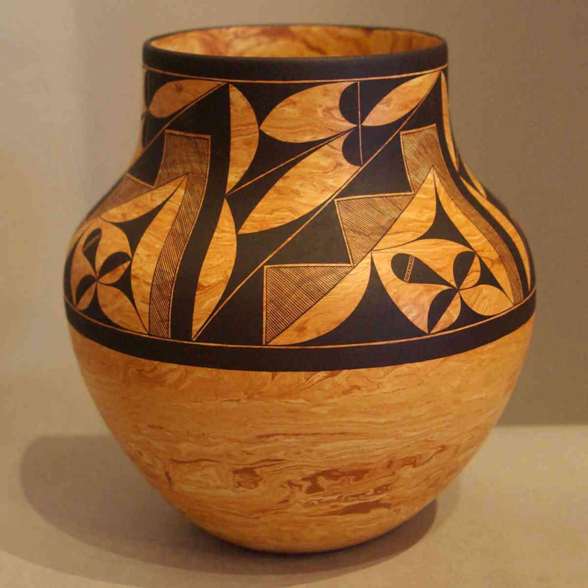 Calvin analla jr pots 1 laguna pueblo potters for Clay pots designs